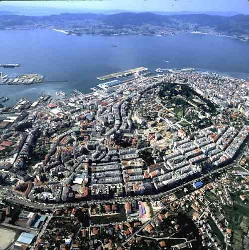 Vigo está bien comunicada gracias a una completa red de infraestructuras que conectan la ciudad con los principales núcleos urbanos gallegos,