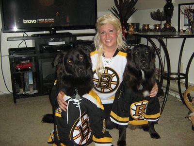 """Please vote for my story in the Hockey Mom Contest. there is still time click on the vote link then click the """"like"""" under my image beside my story! thank yall! P.S. If i win i will randomly select one of my voters to win an avon bundle worth over $50.00 :D :D"""