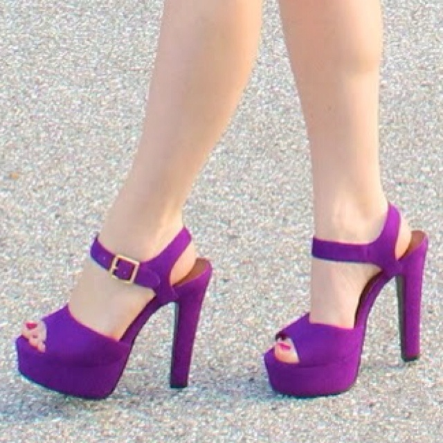 Purple heels paired with a cute skirt in any color... Want.