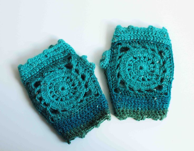 Crochet mittens - Sun Squares - Granny Squares - Arabesque design - In the shade of Turquoise, Moss Green and Teal di CraftAroundTheClock su Etsy
