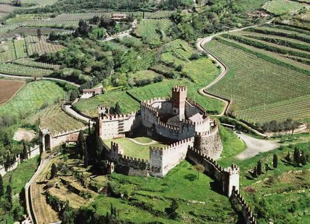 Castello di Soave, Italy. To learn more about #Verona click here: http://www.greatwinecapitals.com/capitals/verona