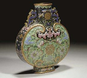 Chinese cloisonne moon flask, bianhu, Jiaqing the flattened body framed with a ruyi-head band enclosing a shou character above the Endless Knot flanked by swooping birds amidst a spray bearing peaches and lotus blossoms, all reserved on a turquoise ground and terminating in a cloud collar with a mythical bird, the sides enamelled on a black ground with mythical birds above shou roundels framed by tassels above the Endless Knot and lotus blossoms, the tapering cylindrical neck with a lipped…