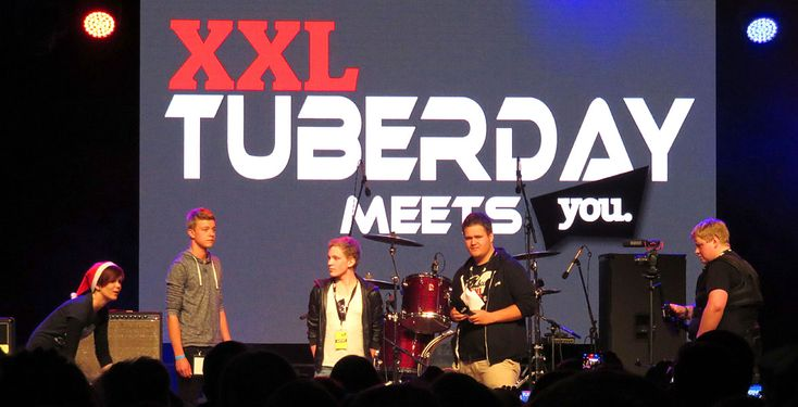 """Stars wie iBlali, Rewi, uFoneTV und Nela Lee waren auf dem """"XXL TuberDay Meets YOU"""". Pointer hat Fans befragt und mit Organisator JumbooXXL gesprochen. Sieh dir unseren Film an!"""