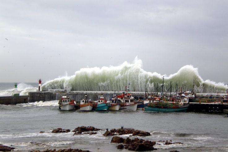 Gigantic waves at Kalk Bay Harbour - Bing Images