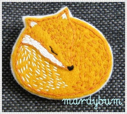 Broszka lisek haftowana ręcznie w mardybum na DaWanda.com