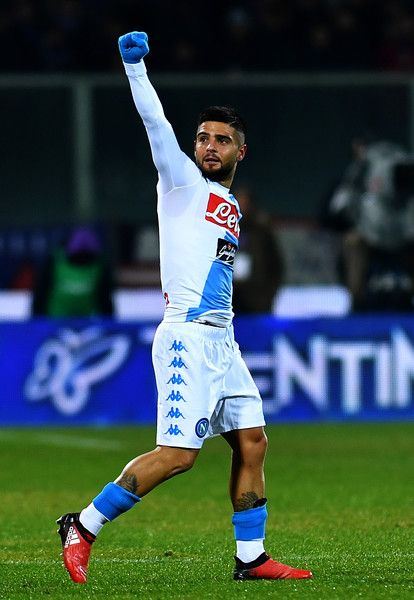 Napoli's Italian forward Lorenzo Insigne celebrates after scoring a goal during the Italian Serie A football match between Fiorentina and Napoli on December 22, 201,6 at Artemio Franchi stadium in Florence. / AFP / ALBERTO PIZZOLI