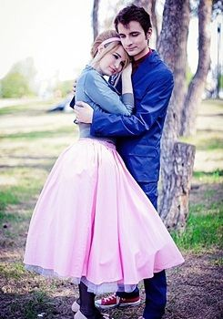 Doctor Who - Doctor Ten and Rose Tyler, I want to do this when I get a boyfriend lol @Megan Ward Ward