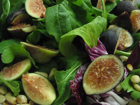 If you have a love for combining the two worlds of bitter and sweet together then look no further than this recipe. Here, the sweetness of the sugared figs along with the bitterness of arugula salad matches perfectly to enhance the searedduck. By baking the figs for this dish you will gain a succul