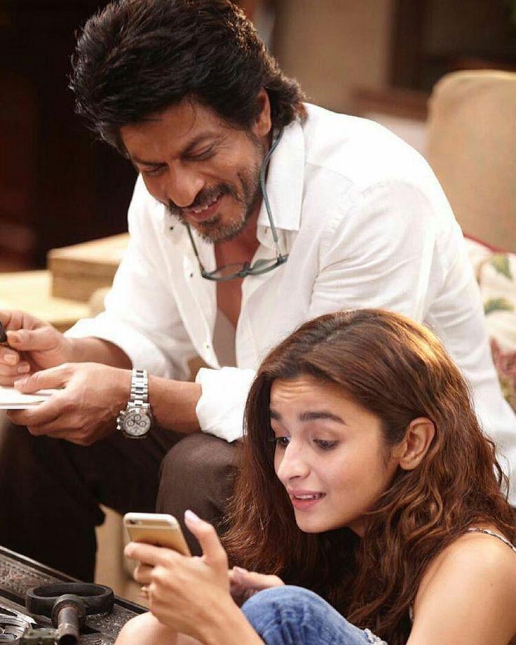 Here's a beautiful still of Shah Rukh Khan and Alia Bhatt from 'Dear Zindagi'…