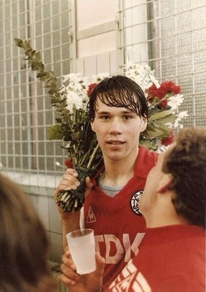 Un giovanissimo Marco van Basten ai tempi dell'Ajax.
