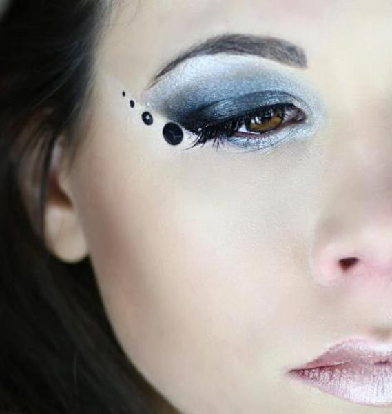 Black strass make up http://www.makeupbee.com/look.php?look_id=79489