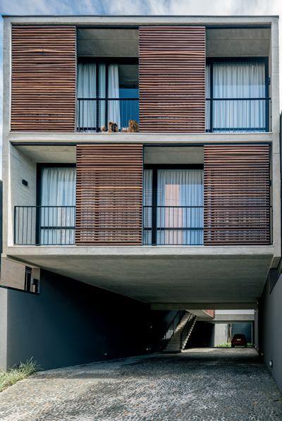 Edifício de quatro andares projetado pelo Arquea em lote estreito de Curitiba…