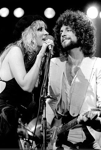 """dreams unwind, love's a state of mind""  #STEVIENICKS #LINDSEYBUCKINGHAM 1970s."
