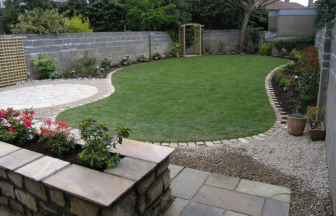 Love the gravel around the circular patio - and the brick edging. Some ideas to try in the garden.