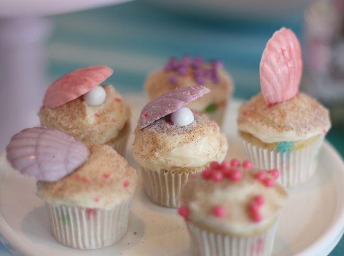 Cute idea: Mermaids Cupcakes, Birthday Parties, Sea Parties, Sea Cupcakes, Parties Ideas, Pearls Cupcakes, Parties Cupcakes, Mermaids Parties, The Sea