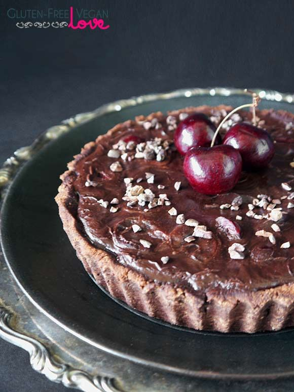 Chocolate Black Cherry Tart: incredibly easy, delicious and decadent (gf, vegan).