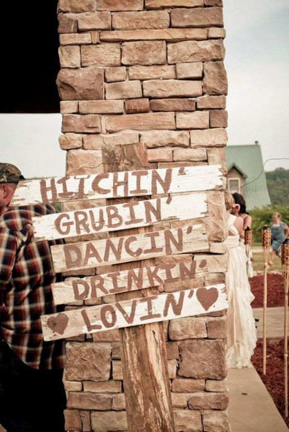 Country wedding sign / http://www.deerpearlflowers.com/country-rustic-wedding-ideas/