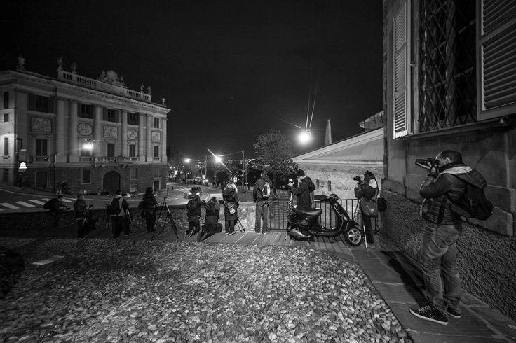 Uscita fotografica serale in Bergamo alta con i corsisti del corso base
