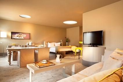 Astir Suite, lounges