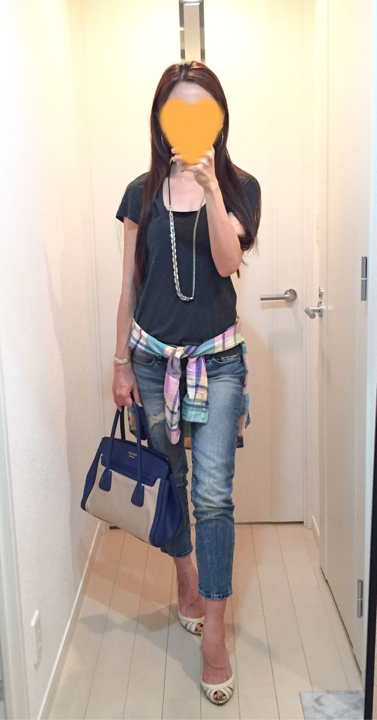 Tee: James Perse, Jeans: GAP, Shirt: American Eagle, Bag: PRADA, Pumps: Number Twenty