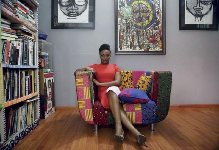 Boko Haram, il razzismo, la parità. Chimamanda Ngozi Adichie, scrittrice nigeriana icona della lotta al sessismo, si racconta. Mentre esce il suo nuovo