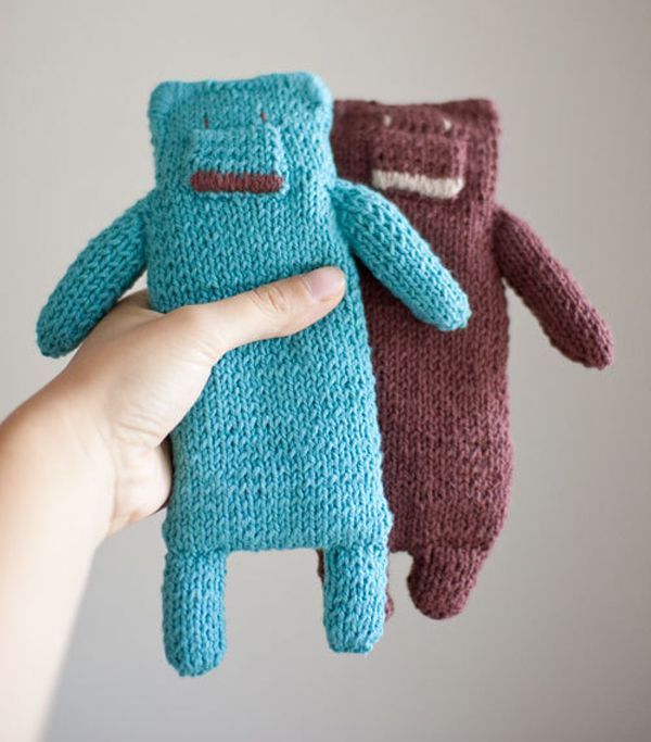 Knitted teddy bear by Domatoma Mollie Makes. (A good ...