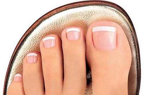 You learn how to make French pedicure at home! | beauty and health