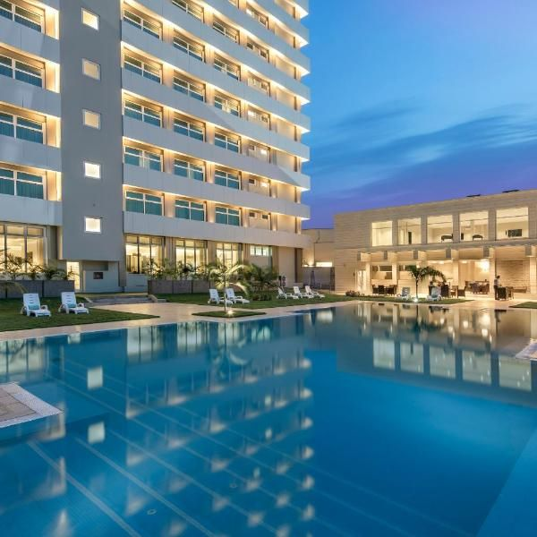 Fraser Suites Abuja Showcasing A Year Round Outdoor Pool Fraser Suites Abuja Is Located In Abuja Free Wifi Is Available Throu Fraser Suites Hotel Outdoor Pool