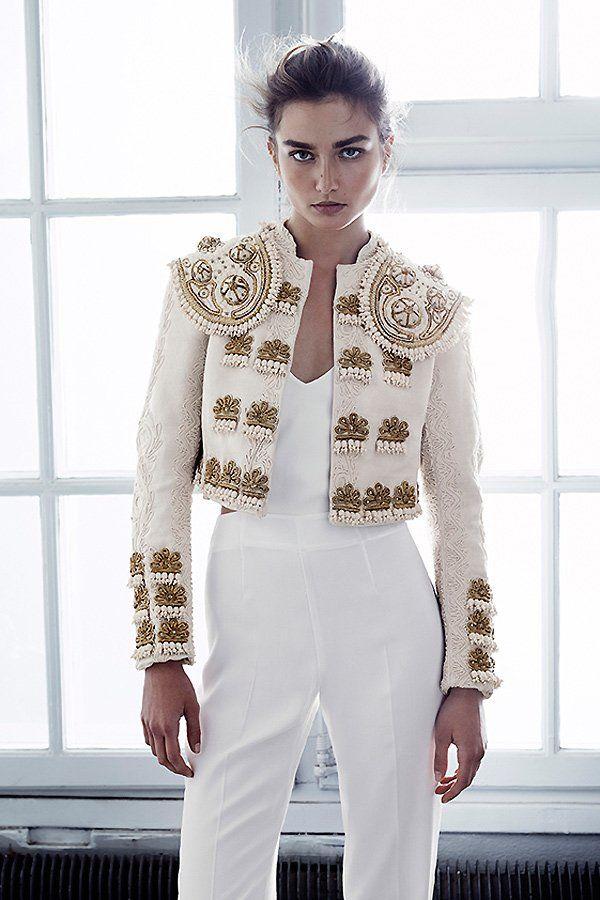 Der bestickte Bolero aus der H&M Conscious Exclusive Kollektion ist eines der teuersten Teile der Linie (399 Euro). Der weiße Overall mit Cut-Outs (um 60 Euro) ist da schon um einiges günstiger.