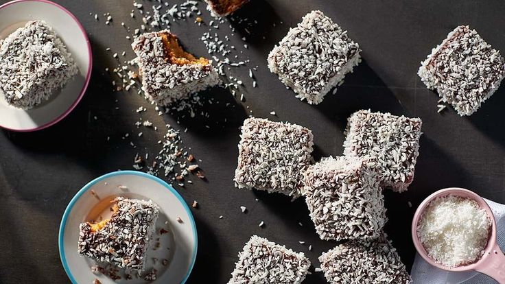 Kokosové ježe na obalení ořechy + nastrouhaný medový plát