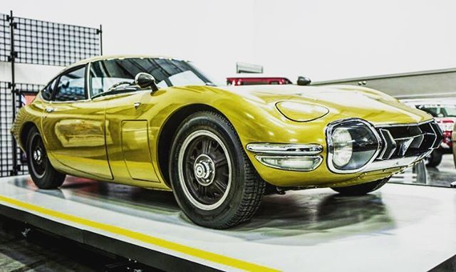 Previously owned by British model Twiggy, this gold 2000GT was the highlight from our tour of the Toyota USA Automobile Museum. Click our bio link for more pics. #Toyota #ToyotaUSA #ToyotaUK #2000GT #Gold #ClassicCar #CarsofInstagra