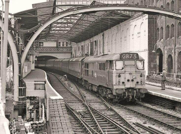 Farringdon, proper Trains