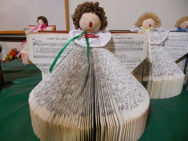 Hymn Book Angel Craft. Saw this at a friend's house today ...