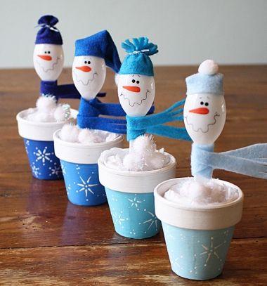 Hóemberes karácsonyi dekoráció műanyag kanalakból / Mindy - kreatív ötletek és dekorációk minden napra