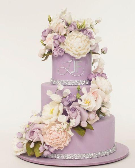 Empfohlener Kuchen: Ron Ben-Israel Cakes; Hübsche dreistufige Lavendel-Hochzeitstorte …   – Wedding Cakes
