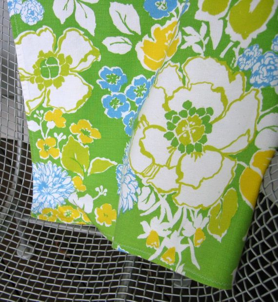 Vintage Mid Century Fabric Tablecloth 60s Floral