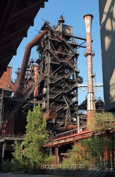 Ruhrgebiet Die Industrie ist vor allem im Ruhrgebiet konzentriert. Da wohnen die meisten Deutschen.