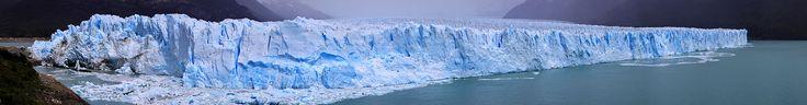 Una glacera és una massa gruixuda de gel que s'origina en la superfície terrestre per acumulació, compactació i recristal·lització de la neu, als llocs on per l'abundància de precipitacions i les baixes temperatures la neu acumulada.