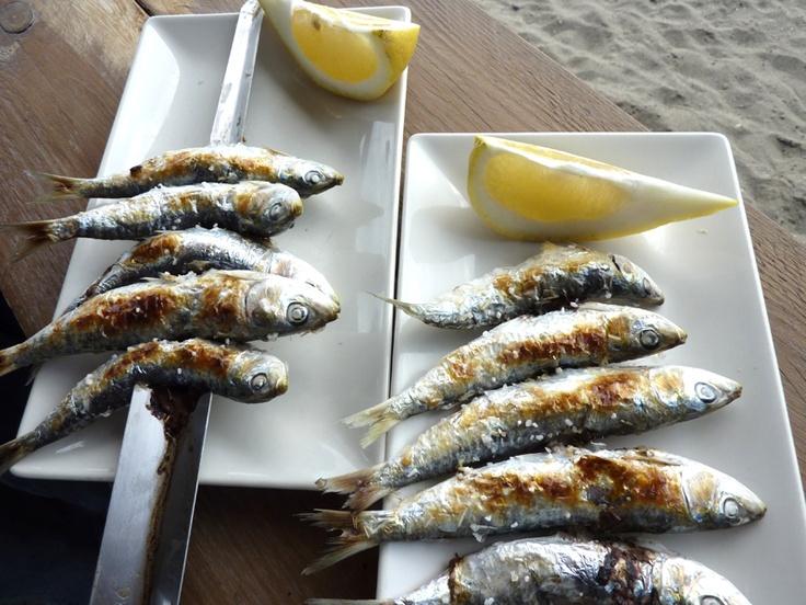 Un espeto de sardinas! Hay algo mejor para un día de playa? #Almuñécar #verano #vacaciones #holidays #urlaub #vacances