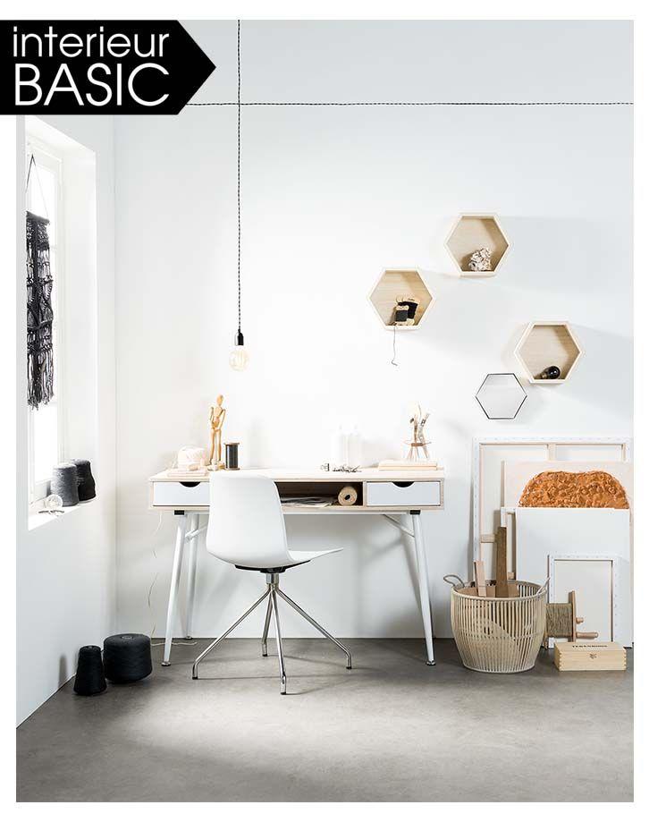 KARWEI | Interieur BASICS Strak wit bureau, met basic opslagruimte. Interessant om te spelen met vormen aan de muur langs bureau.