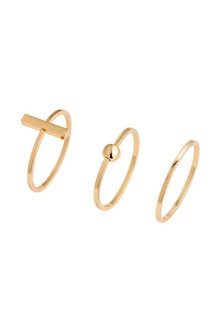 3-pack gold-plated rings: PREMIUM QUALITY. Three narrow metal rings plated in 22 carat gold. One plain ring and two decorated rings.