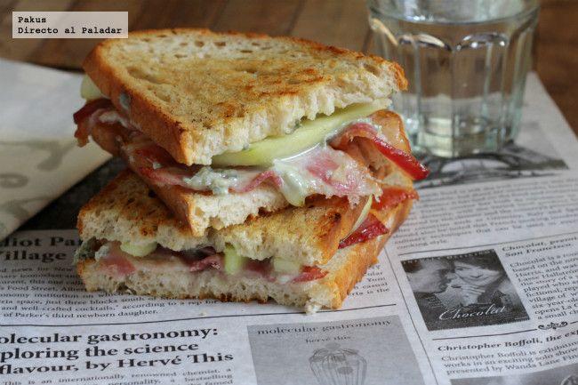 Sándwiches de pera, gorgonzola y bacon. Receta con fotos paso a paso de su elaboración y presentación. Truco para hacer buenos sandwiches para c...