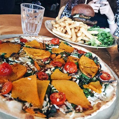 See this Instagram photo by @vegsociety • 100 likes Sundays are for pumpkin pizza with vegan cheese + veggie burger & fries 🍔🍕🍟 @vegiebar