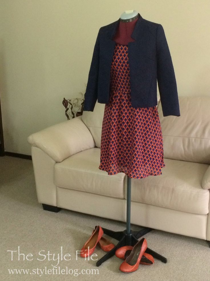 Orange and navy blue are a delicious contrast. This outfit also has a contrast in soft chiffon dress under a structured blazer. #workwear #navy #orange