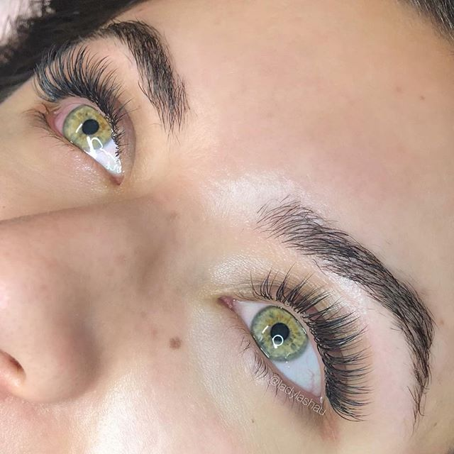 Beautiful Eyes Need Beautiful Lashes Too This Hybrid Set By