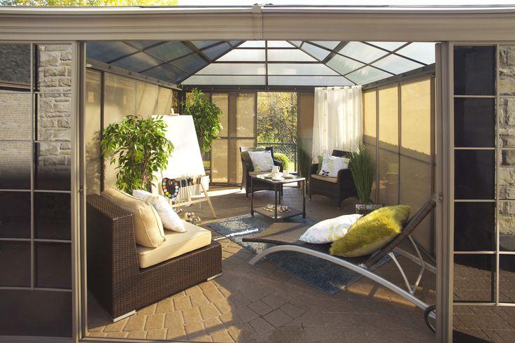 Le outdooring, un concept qui s'articule autour d'un pavillon spécialement conçu pour rehausser le bien-être des propriétaires et de leurs familles, indépendamment des conditions météorologiques.