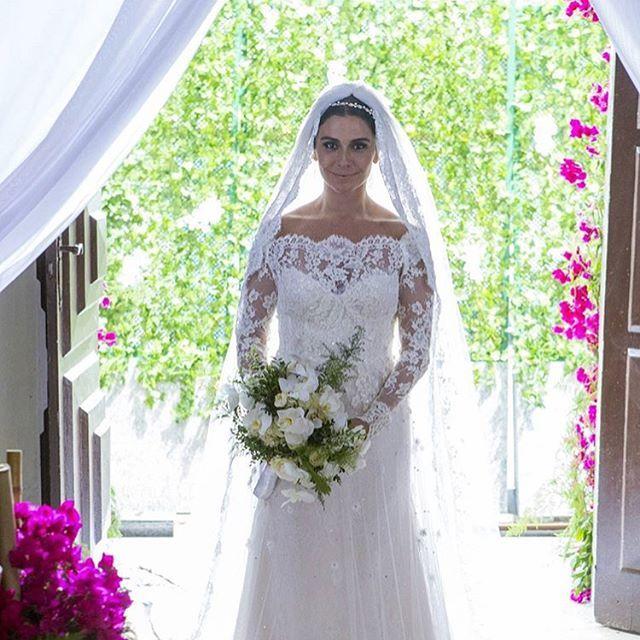 Linda, Giovanna Antonelli com vestido de Sandro Barros, para novela Sol Nascente. E o véu, gostaram?  Repost @gioanto e @sandro_barros
