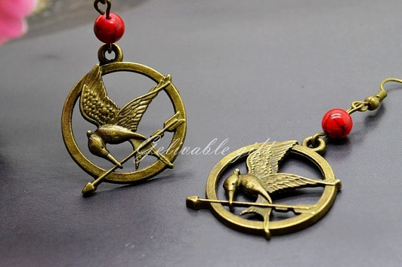 hunger games mockingjay earrings,rad bead as the poisonous berry,the hunger game logo piercing earringsBook Worms, Berry Th Hunger, Poison Berry Th, Logo Piercing, Mockingjay Earrings Rad, Piercing Earrings, Games Mockingjay, Hunger Games Logo, Earrings Rad Beads