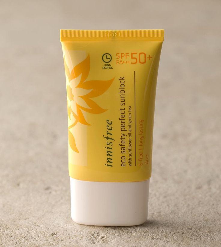 http://www.youtube.com/channel/UCqEqHuax3qm6eGA6K06_MmQ?sub_confirmation=1 Innisfree Eco Safety Daily Sunblock SPF 50 PA  #innisfreebrand #eggporeshopyy_inn  Berat: 50 mL  Harga : Rp.180.000 Sunblock yang terbuat dari minyak organik bunga matahari dengan SPF 50PA  membantu melindungi kulit dari UV light yang bebahaya. Memiliki tekstur yg lembut sehingga mudah diresap oleh kulit. Disarankan gunakan SPF50 untuk anda yang akan terpapar sinar matahari langsung dalam waktu lama. PA semakin tanda…