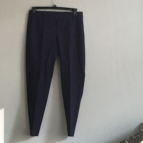 Lily Pulitzer navy legging/pull on pants Navy leggings from Lilly Pulitzer! Only worn once or twice, great quality. Would be perfect for a casual office! Lilly Pulitzer Pants Leggings